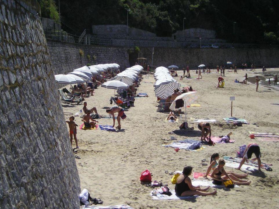 Der hoteleigene Strand Hotel Santa Lucia e Le Sabbie d'Oro