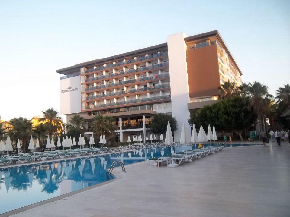 Weit Ansicht vom neuen Komplex Hotel Royal Garden Select