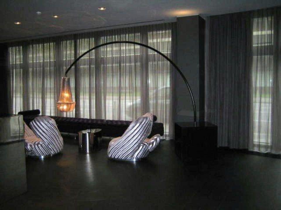 Designmöbel in der Lobby Hotel Roomers