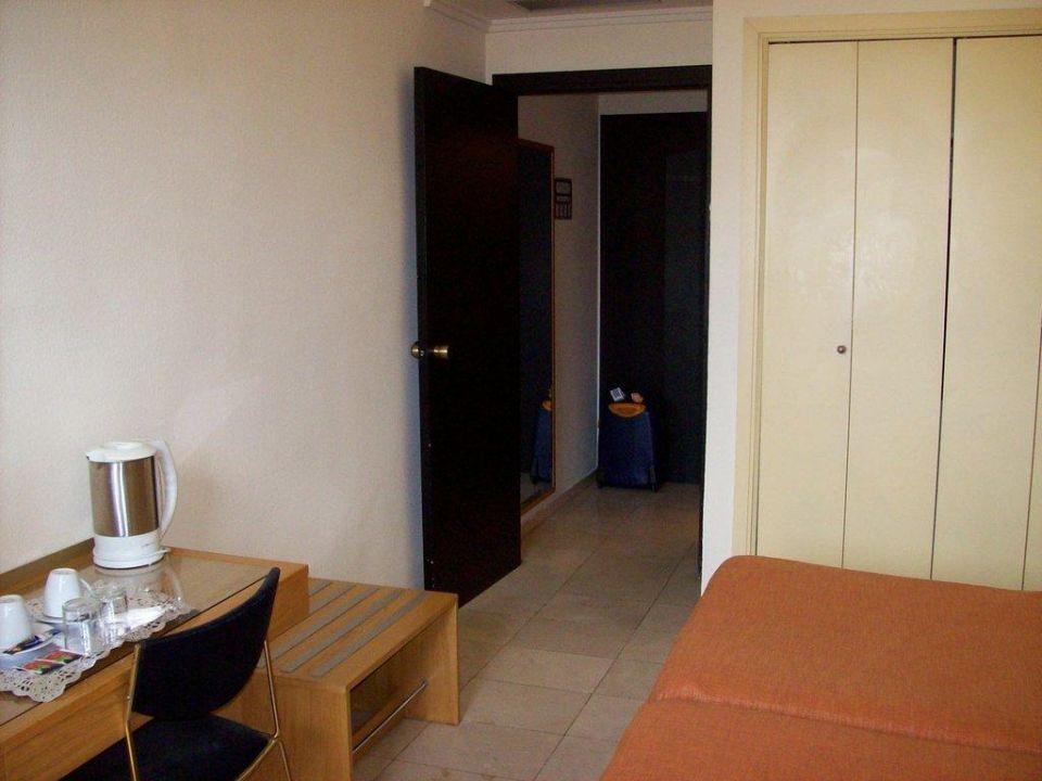 Zimmeransicht in Blickrichtung Tür Expo Hotel Valencia