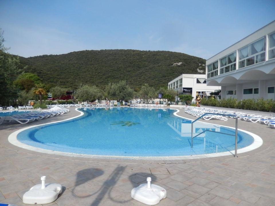 Einer der schönen Pools Maslinica Hotels & Resorts