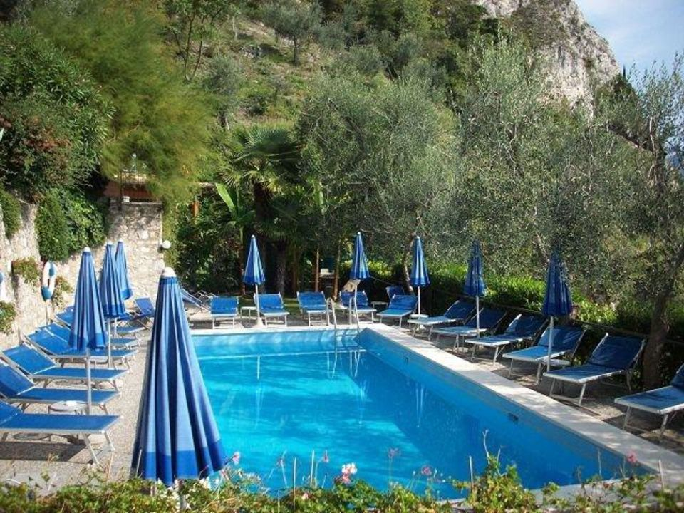 Blick auf den Pool Relax Hotel Villa La Gardenia & Oleandra