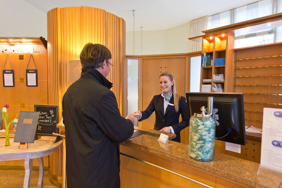 herzlich willkommen hotel deutscher hof trier trier holidaycheck rheinland pfalz. Black Bedroom Furniture Sets. Home Design Ideas