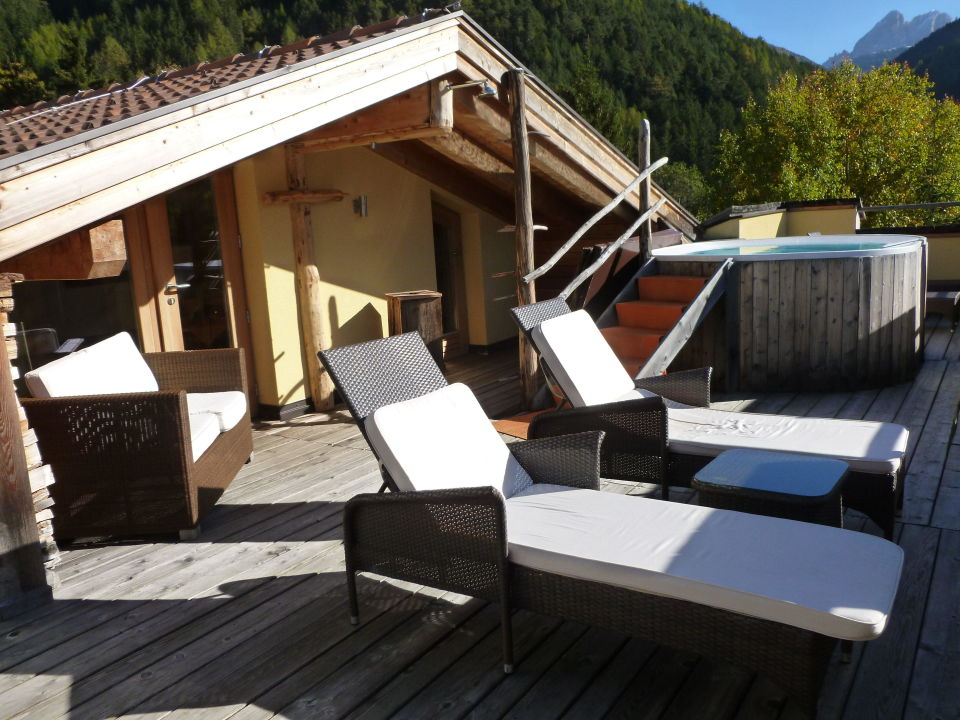 fkk terrasse mit whirlpool und sauna hotel bergschl ssl luson l sen holidaycheck. Black Bedroom Furniture Sets. Home Design Ideas