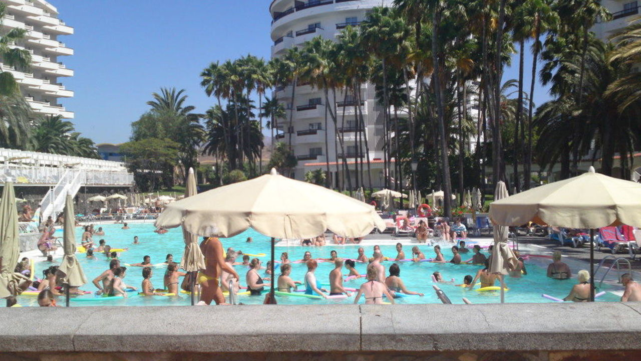 Super Party Clubhotel Servatur Waikiki