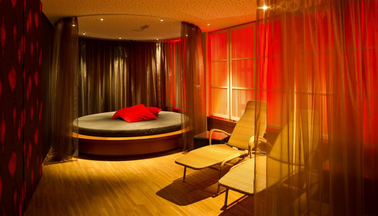 kuschelecke im saunabereich kuschel genie erhotel. Black Bedroom Furniture Sets. Home Design Ideas