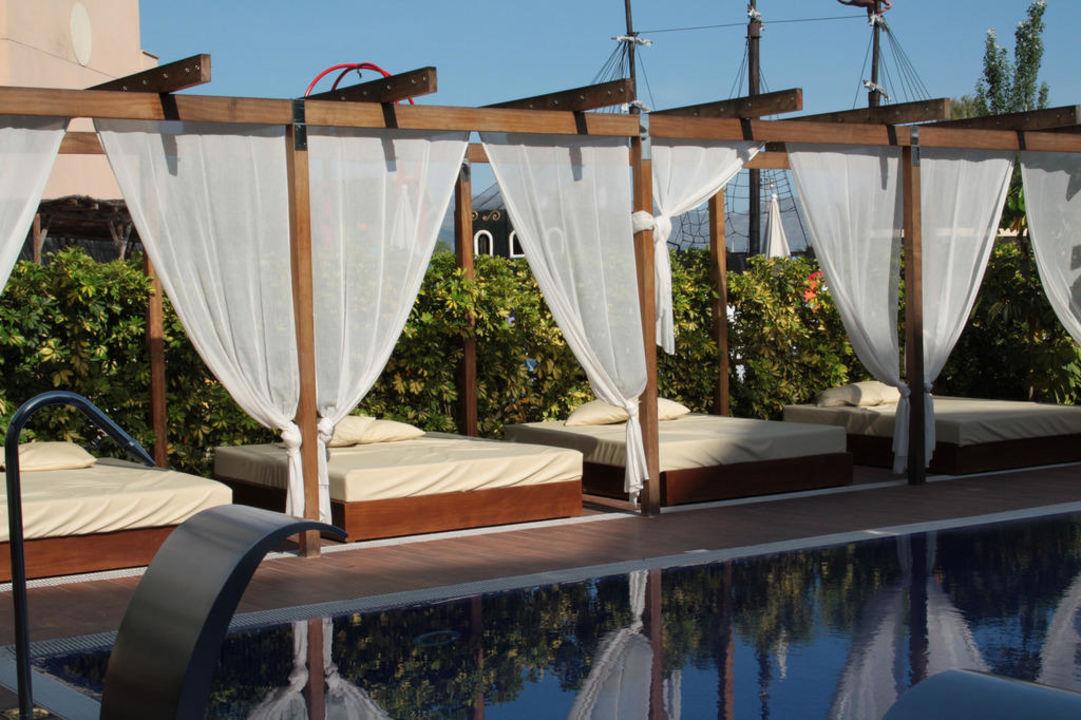 Chill-out-Pool Zafiro Tropic