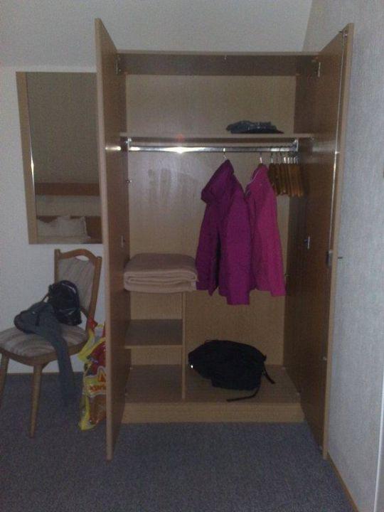 Geraumiger Kleiderschrank Hotel Kiek In Im Wiesengrund