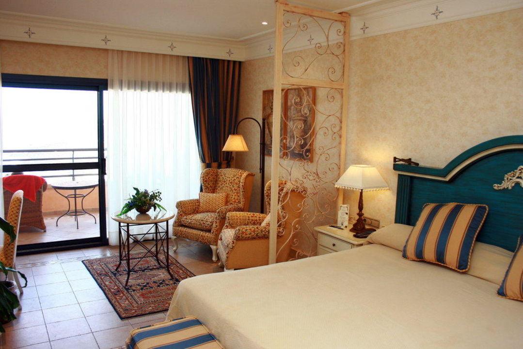 wohn und schlafzimmer gran hotel atlantis bahia real corralejo holidaycheck. Black Bedroom Furniture Sets. Home Design Ideas