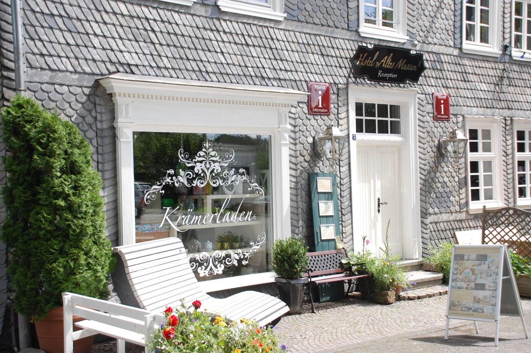 Rezeption und Krämerladen Hotel Altes Museum\