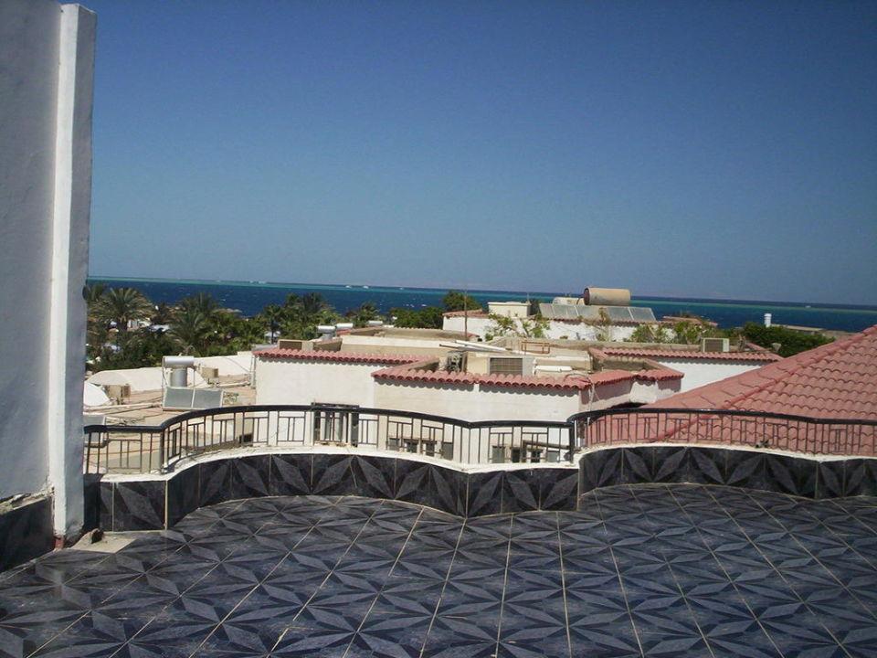 Widok z tarasu widokowego  Hotel Sand Beach