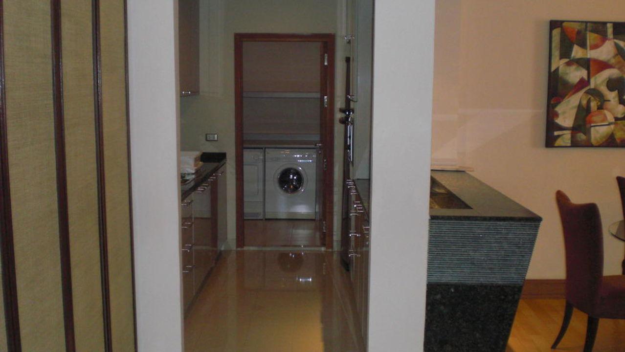 k che und raum mit waschmaschine und trockner hotel. Black Bedroom Furniture Sets. Home Design Ideas