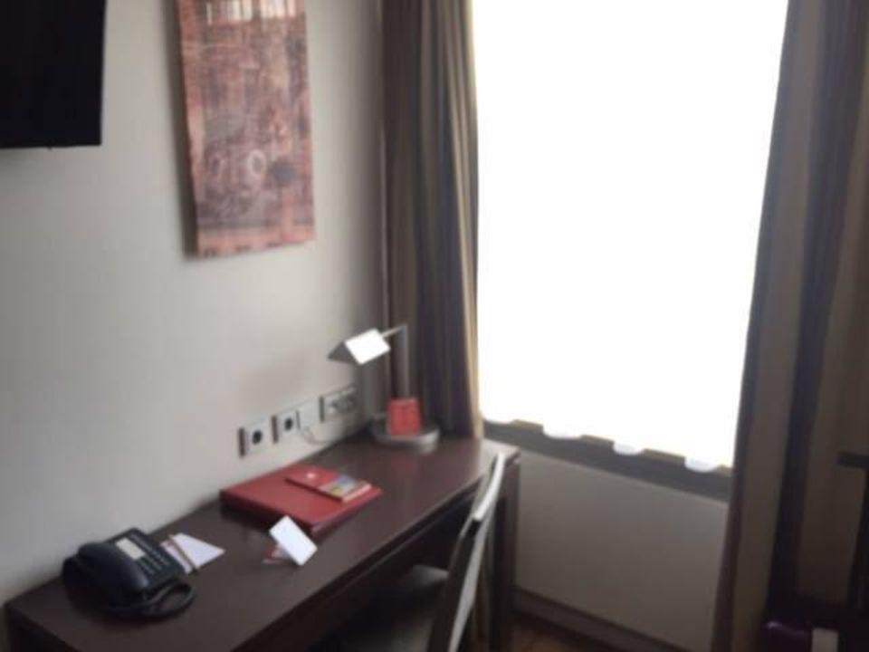 bild schreibtisch zu leonardo hotel m nchen city center. Black Bedroom Furniture Sets. Home Design Ideas