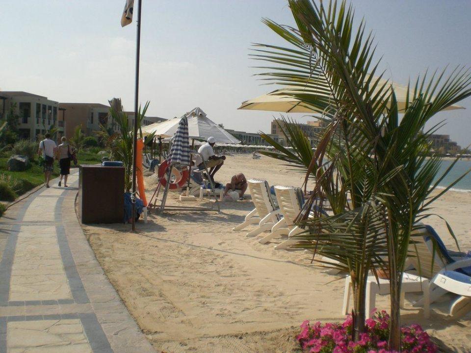 Überall wachsame Beachboys Hilton Ras Al Khaimah Resort & Spa