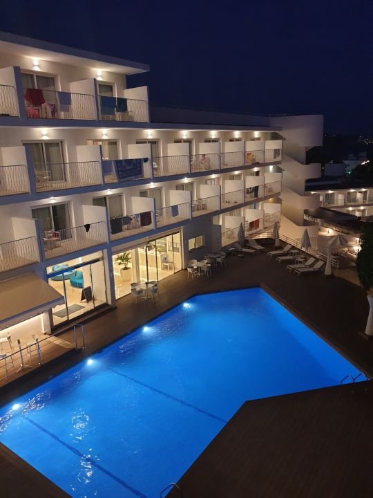 Pool Hotel Tora