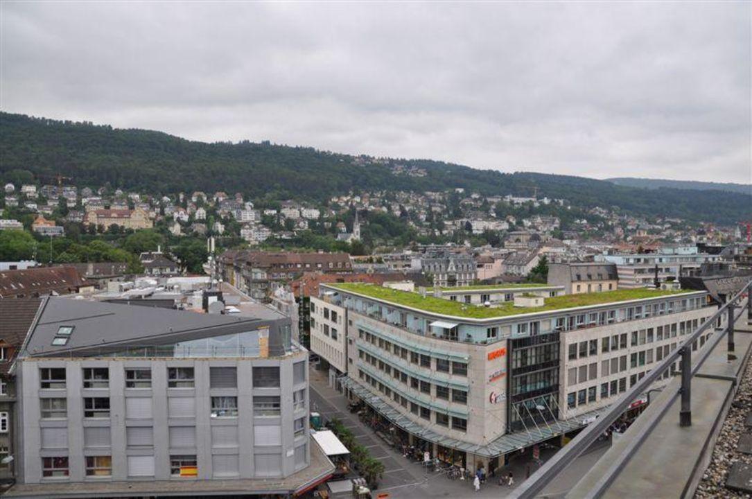 Ausblick auf die Stadt Biel sowie auf den Jura Art Déco Hotel Elite