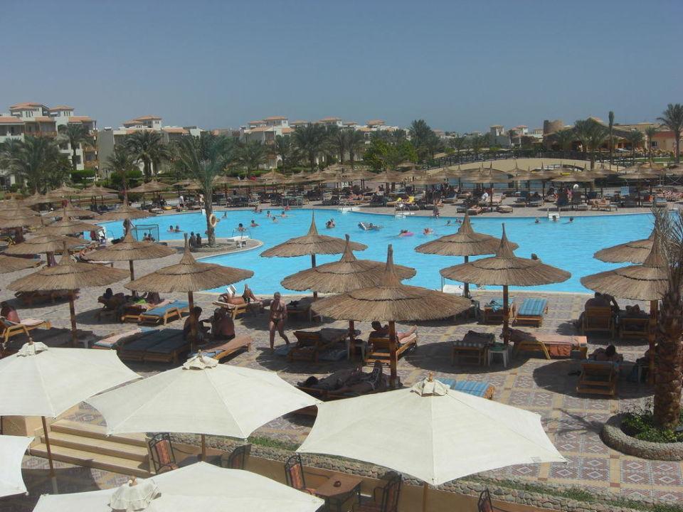 Blick über den Pool Dana Beach Resort