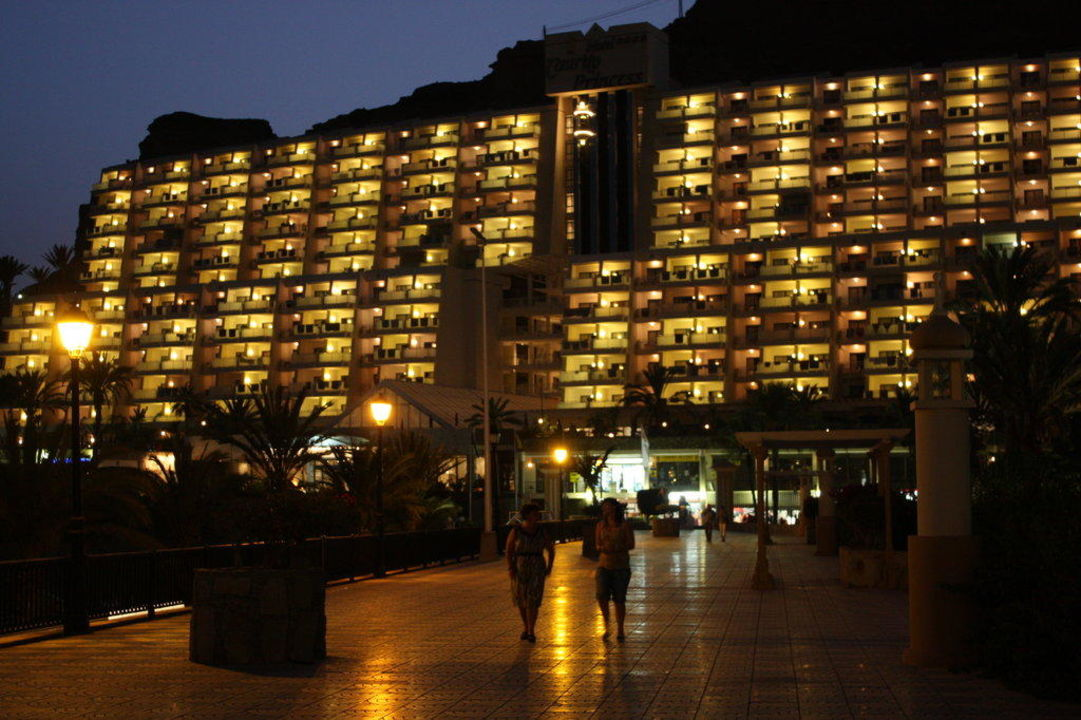 Hotel am Abend Taurito Princess