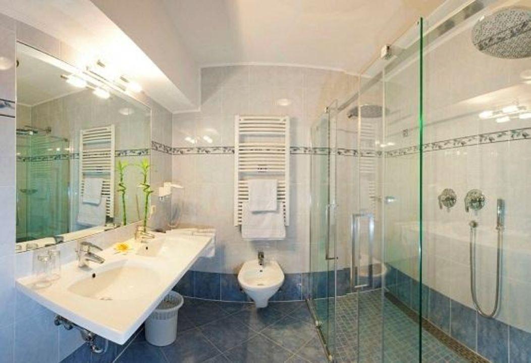 Badeinrichtung  Neue Badeinrichtung mit Doppeldusche