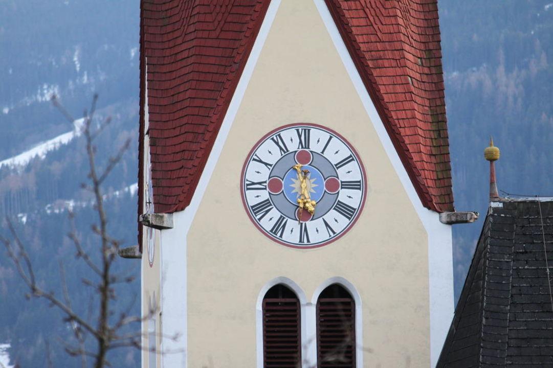 Blick auf die Dorfkirche Musik- & Erlebnishotel Pachmair