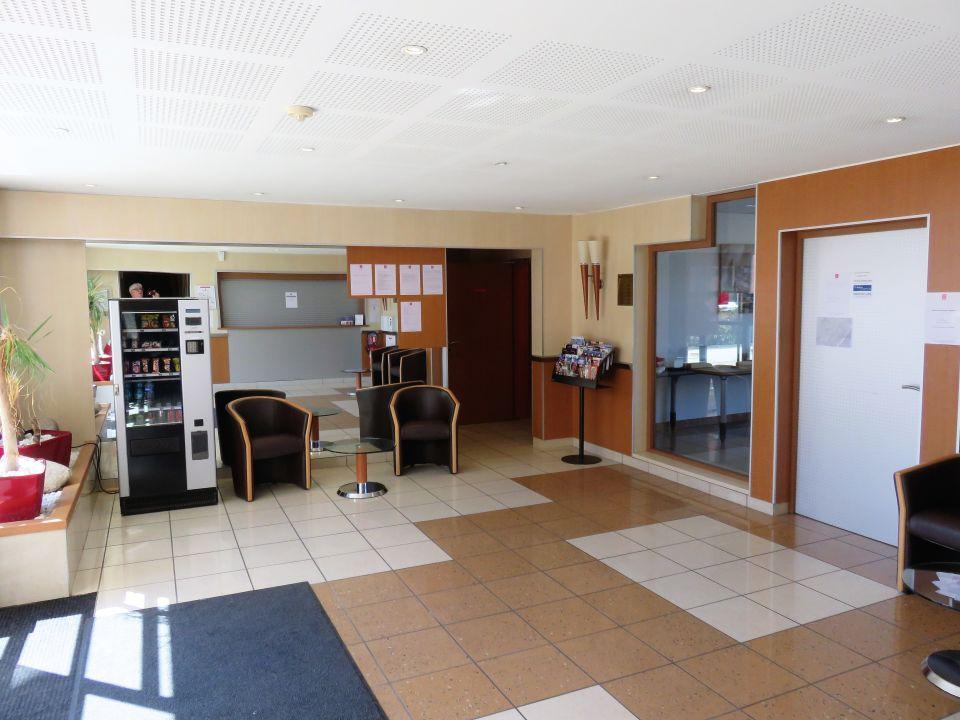 Lobby Hotel Sejours Et Affaires Saint Genis