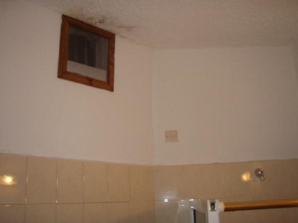 bild spielel mit ablage badezimmer zu hotel tina flora