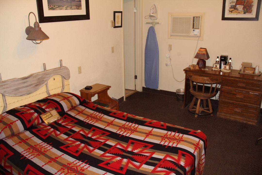 Zimmer 4 - vom Eingang aufgenommen Hotel Stovepipe Wells