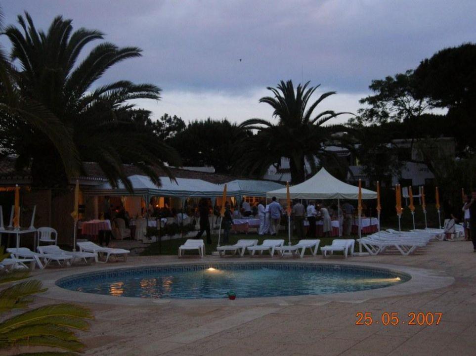 Wieczorem przy basenie nr 2 Hotel Balaia Golf Village