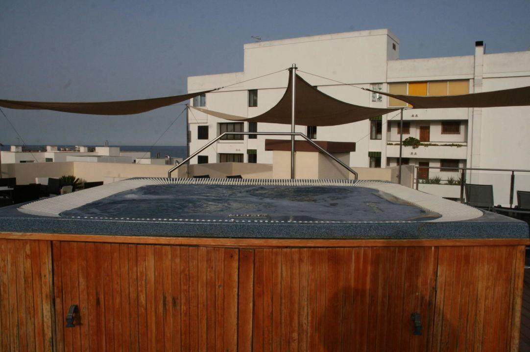 Dachterrasse whirlpool cooee aparthotel cap de mar cala bona holidaycheck mallorca spanien - Whirlpool dachterrasse ...