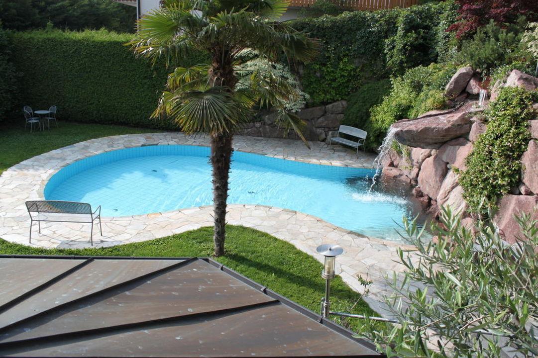 Pool mit Wasserfall Hotel Garni Residence Tisalis
