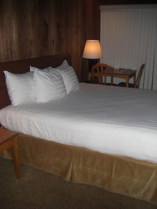 Queen Bed Hotel Timber Cove Resort