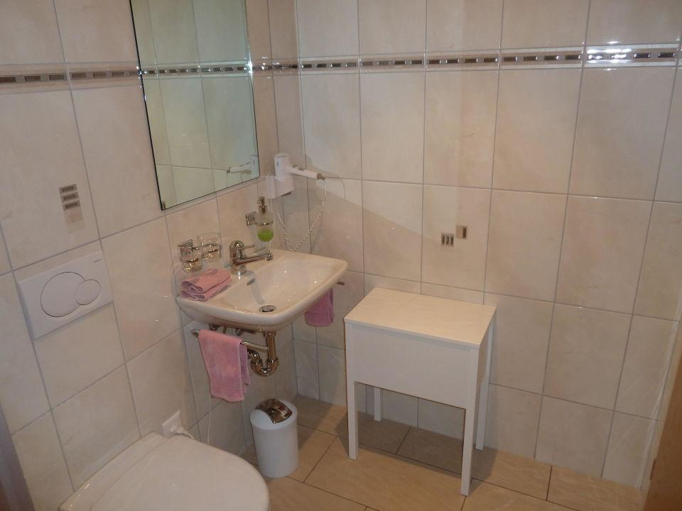 badezimmer landgasthof krone hotel goldingen holidaycheck kanton st gallen schweiz. Black Bedroom Furniture Sets. Home Design Ideas