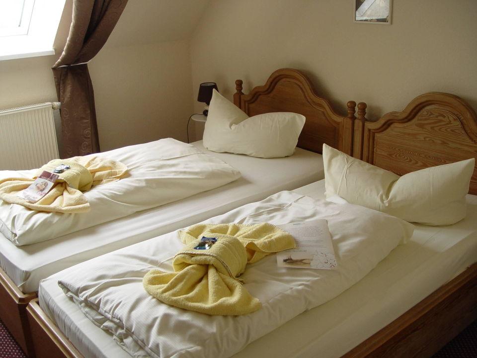 zimmer mit schr ge auf 2 etage hotel sch ne altmark kalbe an der milde holidaycheck. Black Bedroom Furniture Sets. Home Design Ideas