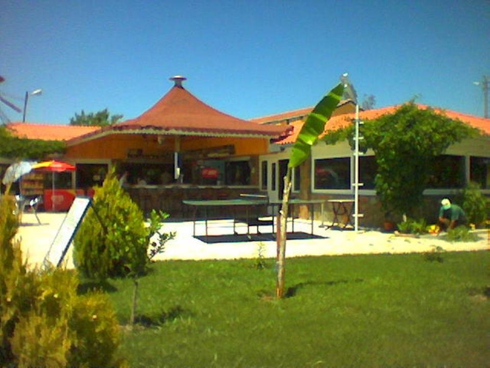 Blick vom Pool auf die Bar Hotel Altinkum Bungalows