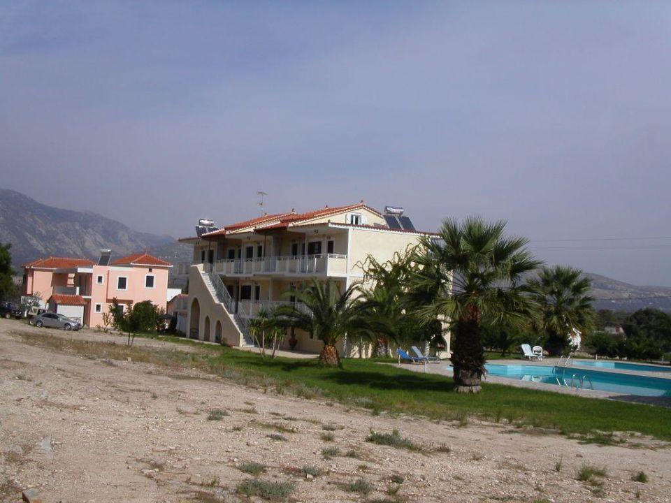 Haupthaus mit Pool Hotel Zeus