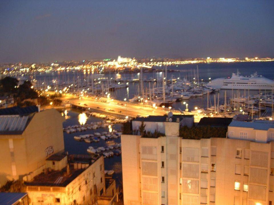 Blick aus der Bar zum abendlichen Palma Hotel Amic Horizonte