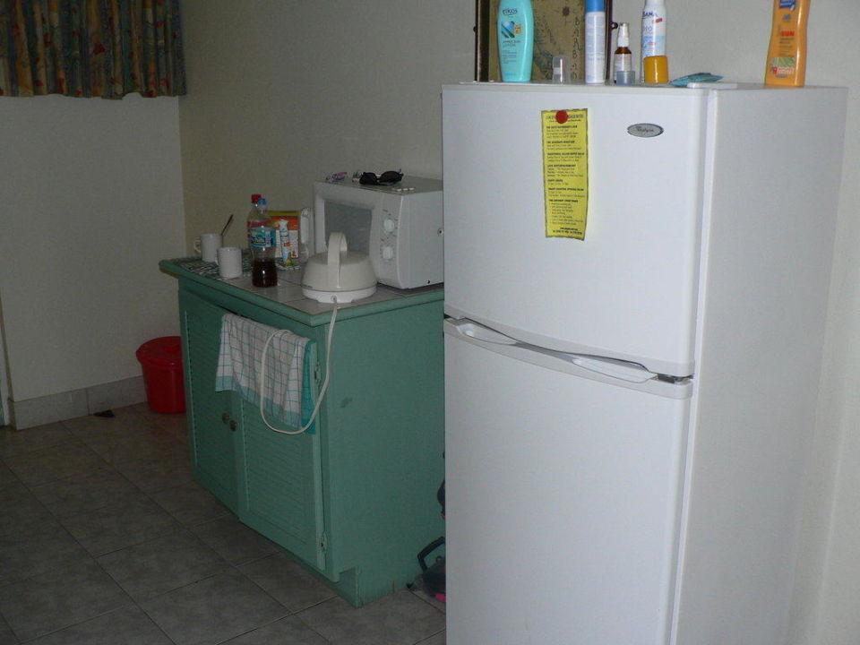 Kühlschrank Für Miniküche : Miniküche mit kühlschrank herdplatte mikrowelle und wasserkocher