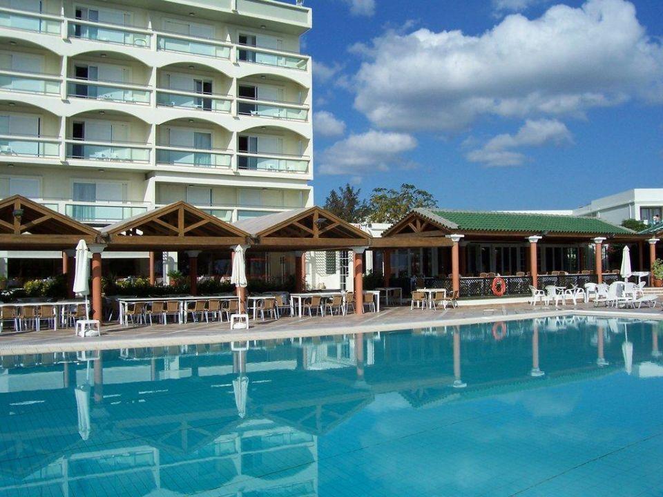 Pool Apollo Beach