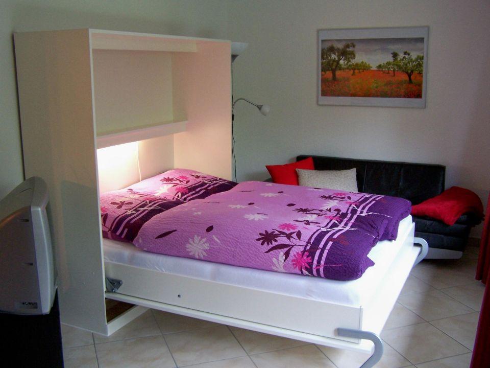 bild 2012 wohnung 2 schrankbett im wohnzimmer zu haus westerwiek in sankt peter ording. Black Bedroom Furniture Sets. Home Design Ideas