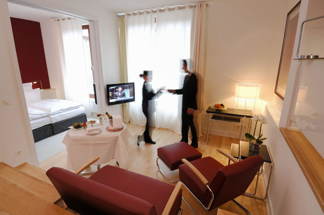 Bild baumzimmer junior suite zu hotel lindtner hamburg for Suite hotel hamburg