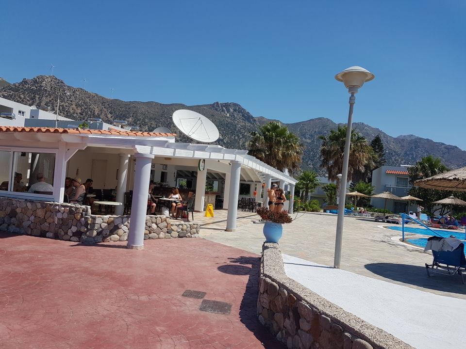 Poolbereich und Poolbar Evripides Village