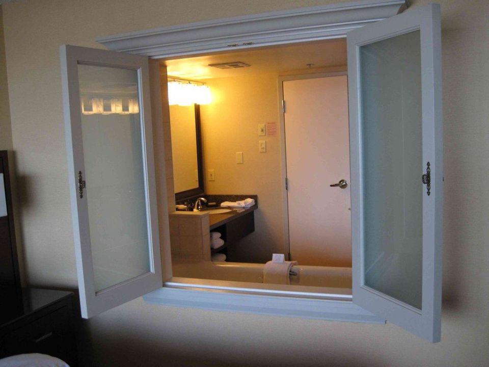 Blick vom Zimmer ins Bad Marriott Niagara Falls Fallsview Hotel & Spa