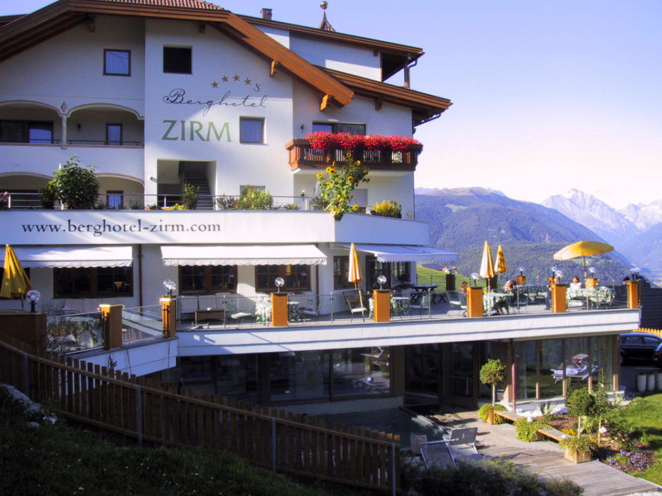 Südgiebel des Zirm Kronplatz-Resort Berghotel Zirm