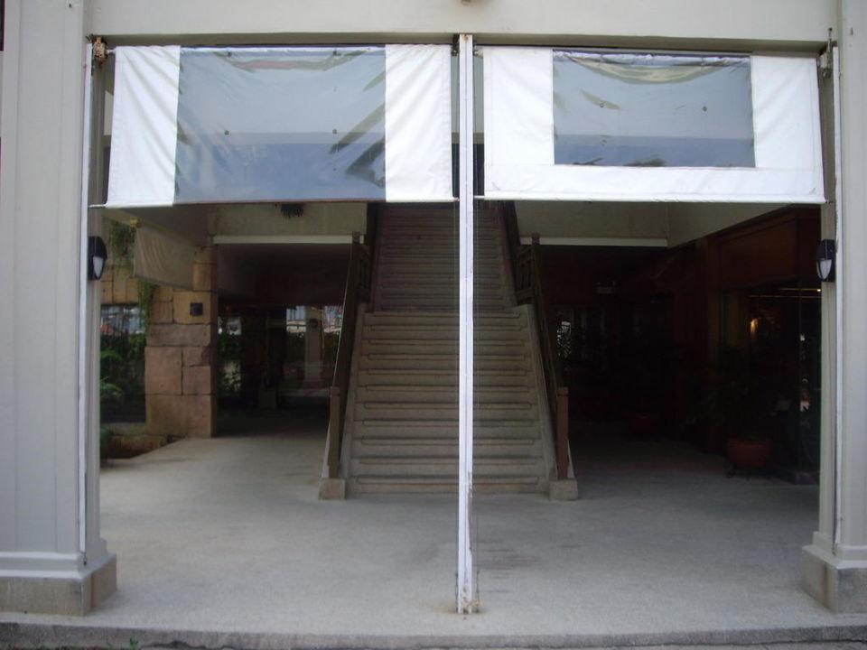 Weg vom Pool zur Rezeption Hotel Laguna Beach  (geschlossen)