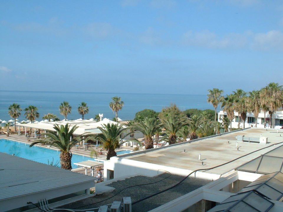 vom balkon auf pool meer dome beach hotel resort. Black Bedroom Furniture Sets. Home Design Ideas