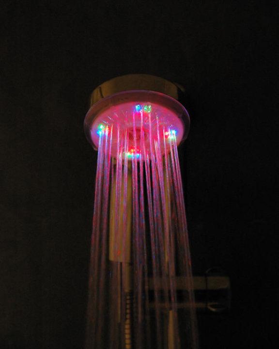 Zimmer 525 - Duschkopf mit Lichtspiel im Detail MUR Hotel Faro Jandia & Spa Fuerteventura