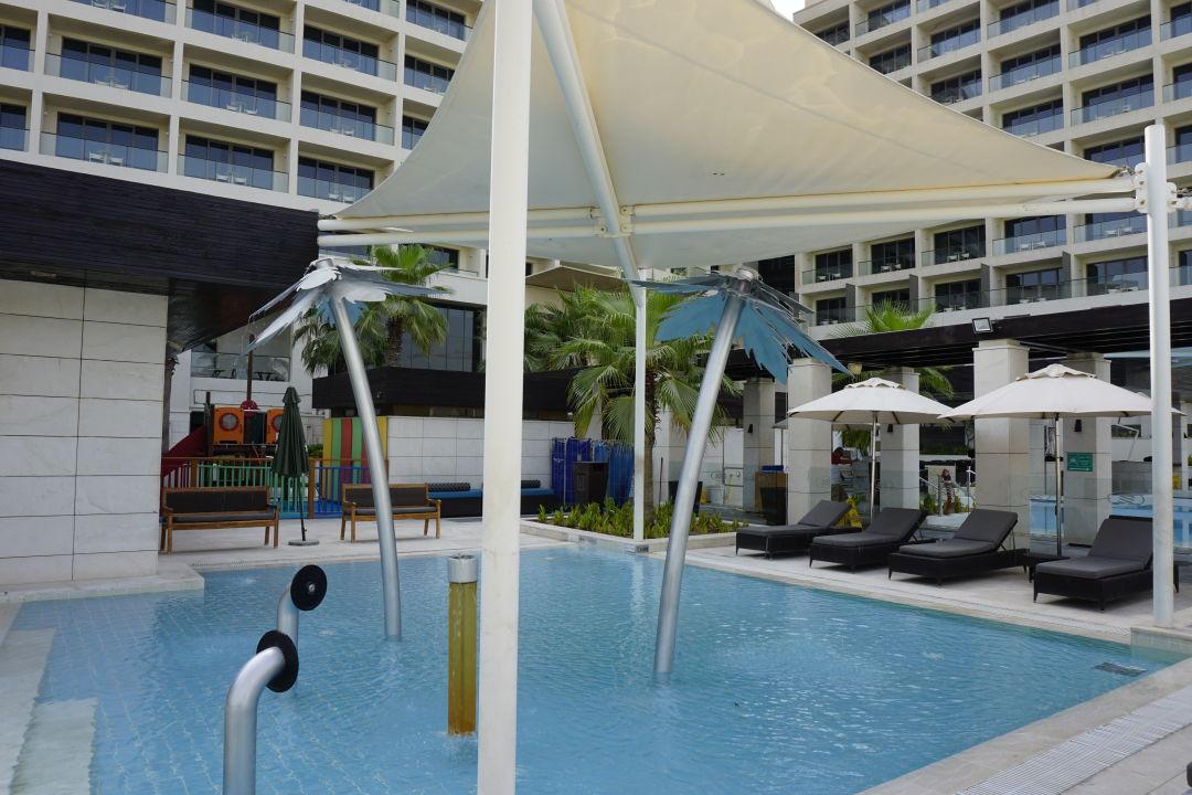Pool Crowne Plaza Hotel Yas Island