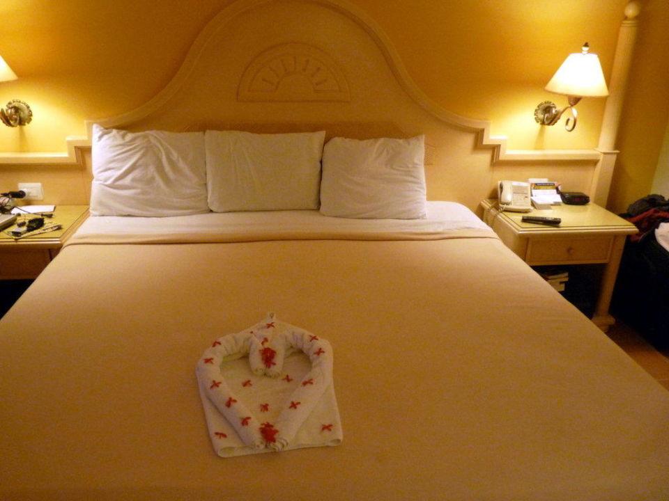 Kingsizebett im Zimmer der Eltern Grand Bahia Principe El Portillo