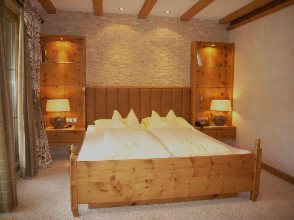 bild wohn schlafzimmer zu alpine wellnesshotel. Black Bedroom Furniture Sets. Home Design Ideas