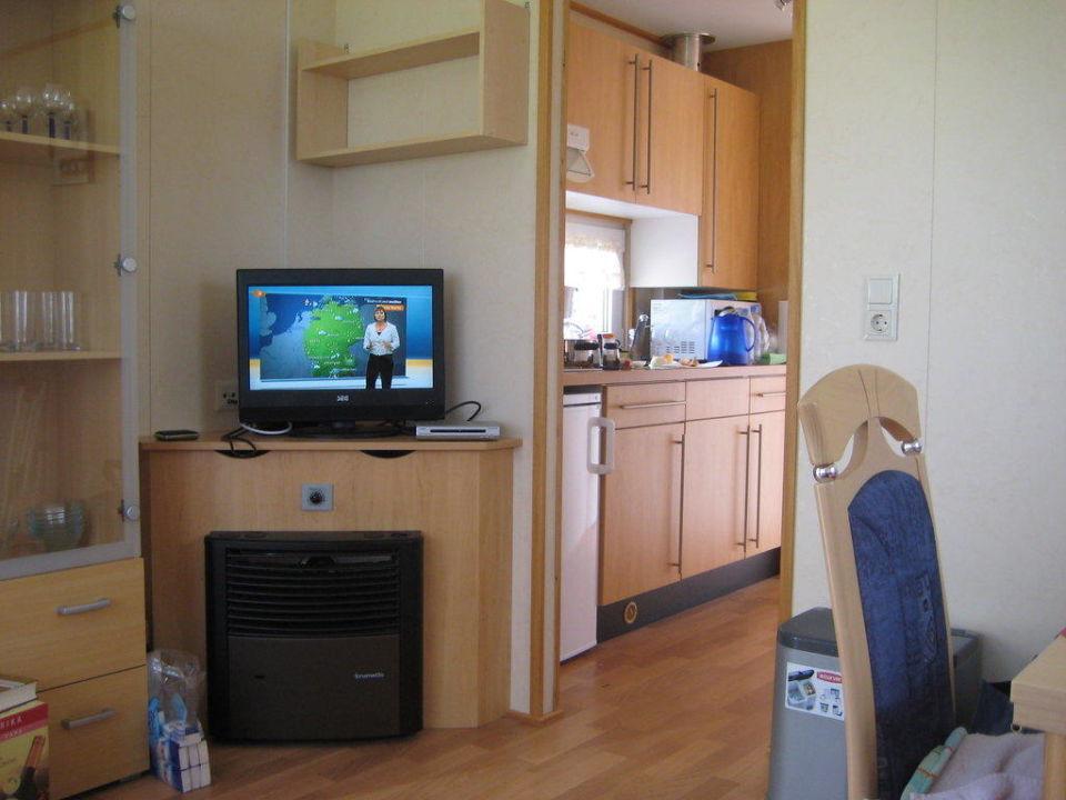 blick vom wohnzimmer auf die k chenzeile fkk camping ostsee rosenfelder strand grube. Black Bedroom Furniture Sets. Home Design Ideas